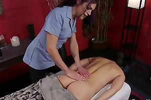 Toned shemale masseuse bangs client